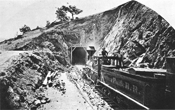 SP Locomotive prepares to enter tunnel 10 between Walong and Marcel